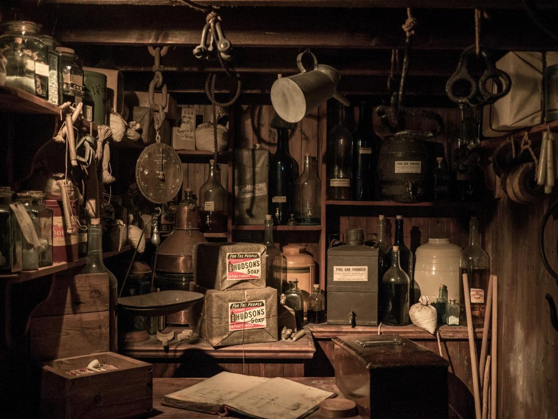 Der Materialwart hat viel Ausrüstung zu verwalten